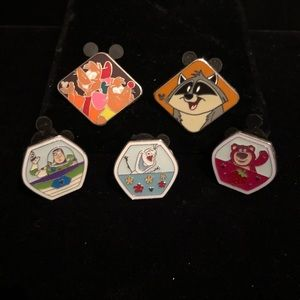 Other - 5 Disney pins